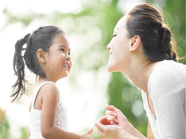 Tại sao con trai lớn cần rời mẹ nhưng con gái không cần rời cha?