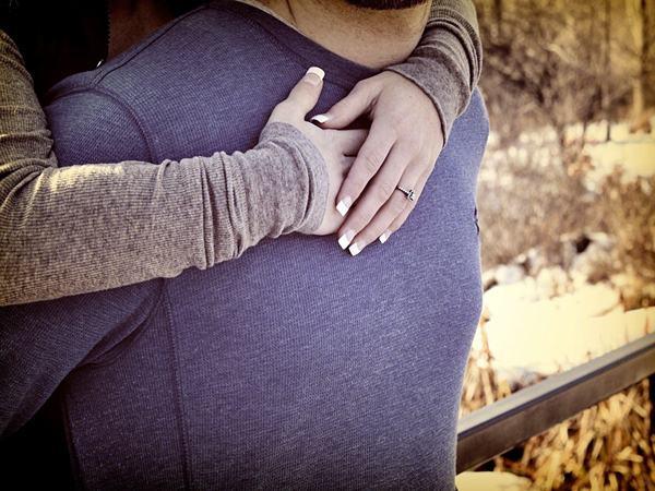 Tâm sự của người đàn ông quay về sau cơn say nắng: Ngoài vòng tay vợ là bão tố