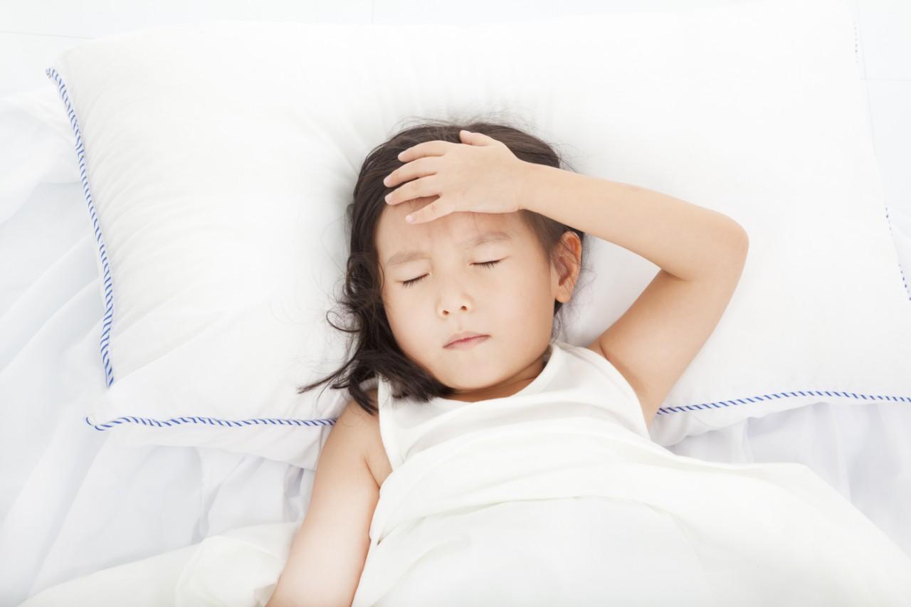 Thấy con luôn đổ mồ hôi trộm khi ngủ cha mẹ đừng lo lắng mà hãy áp dụng ngay biện pháp xử lý này