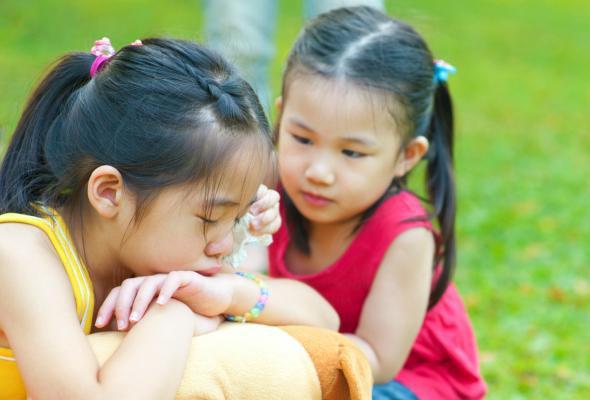 Thay vì bắt con nói lời xin lỗi, đây mới là việc quan trọng bố mẹ cần dạy con - Ảnh 1