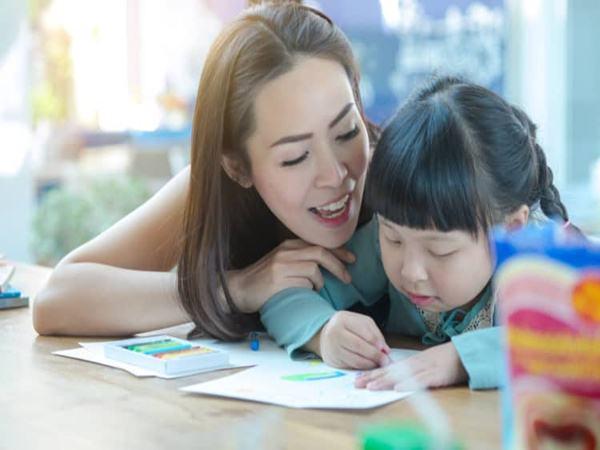 """Thay vì nói """"Con làm tốt lắm"""", đây là 9 câu nói mà các giáo viên Montessori thường dùng"""