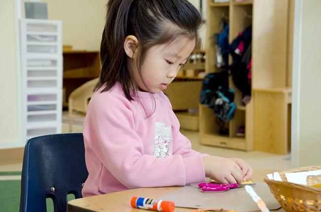 """Thay vì nói """"Con làm tốt lắm"""", đây là 9 câu nói mà các giáo viên Montessori thường dùng - Ảnh 3"""