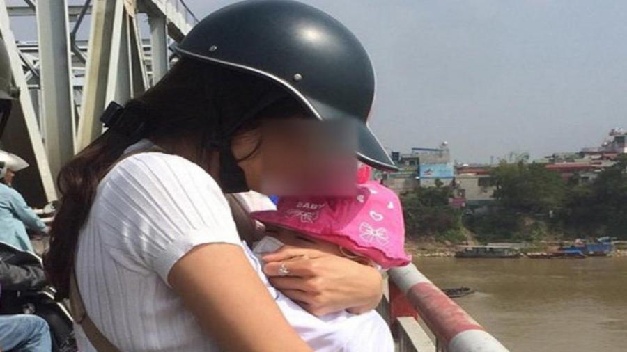 Thương tâm: Trầm cảm sau sinh mẹ ôm con 5 tháng nhảy cầu tự tử - Ảnh 1