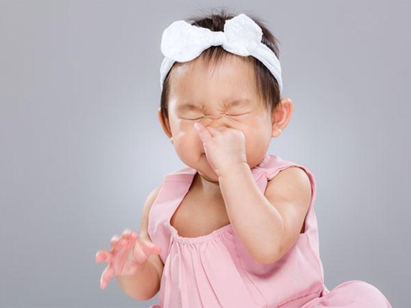 Trẻ bị nghẹt mũi, khó thở khi ngủ báo hiệu bệnh gì?