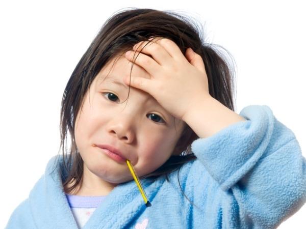 Trẻ bị ốm trong dịp Tết, cha mẹ cần phải làm gì?