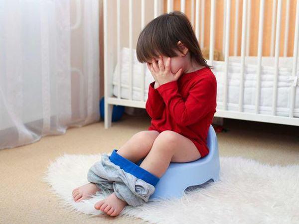 Trẻ đi tiểu ít có sao không?