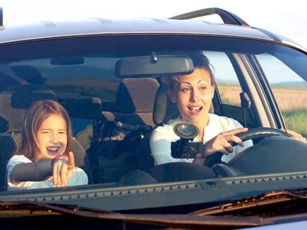 Trẻ em mấy tuổi thì được ngồi ghế trước ô tô?