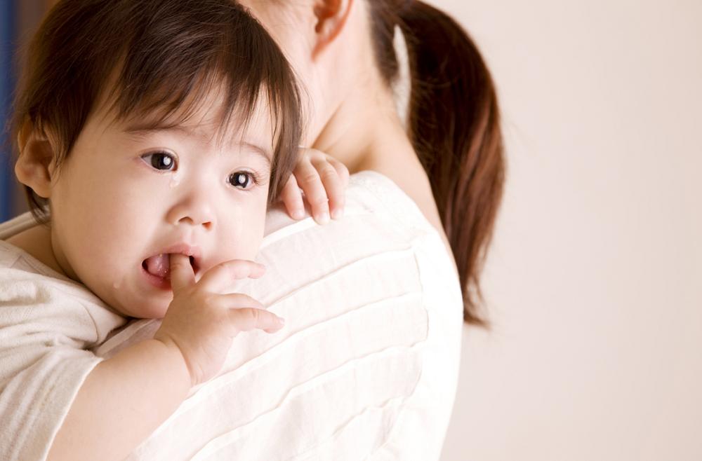 Trẻ sơ sinh 2 tháng tuổi bị ho đờm, mẹ phải làm sao?