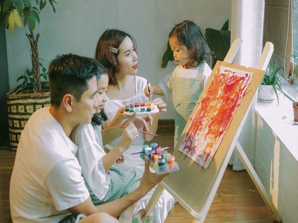 """Trước khi """"đường ai nấy đi"""", vợ chồng Lưu Hương Giang - Hồ Hoài Anh từng là một """"cặp bài trùng"""" trong cách dạy con"""
