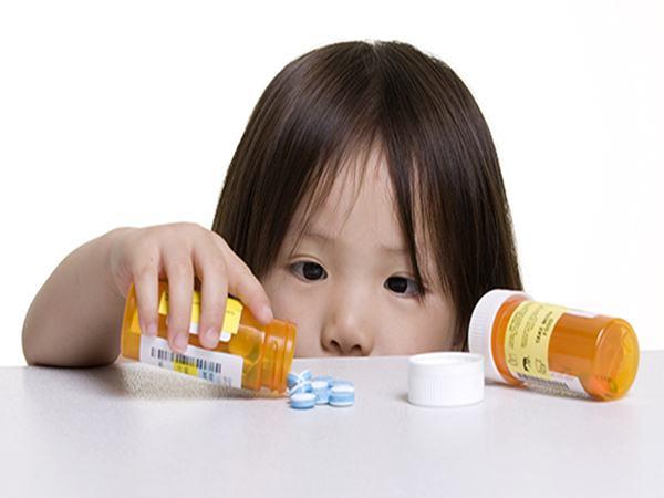 Từ vụ bé 27 tháng ngộ độc Paracetamol, bác sĩ mách mẹ cách tính liều đơn giản để an toàn cho bé