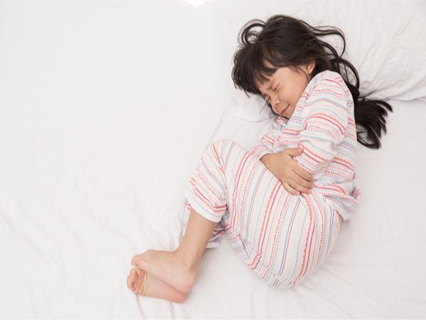 Tưởng con gái đau bụng do rối loạn tiêu hóa, mẹ bất ngờ khi biết sự thật