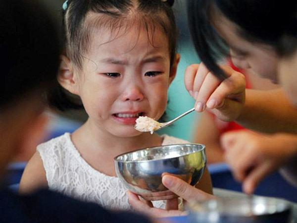 Vì sao đứa trẻ nào mới đi nhà trẻ cũng hay ốm? Biết được điều này cha mẹ sẽ giúp con đi học khỏe mạnh