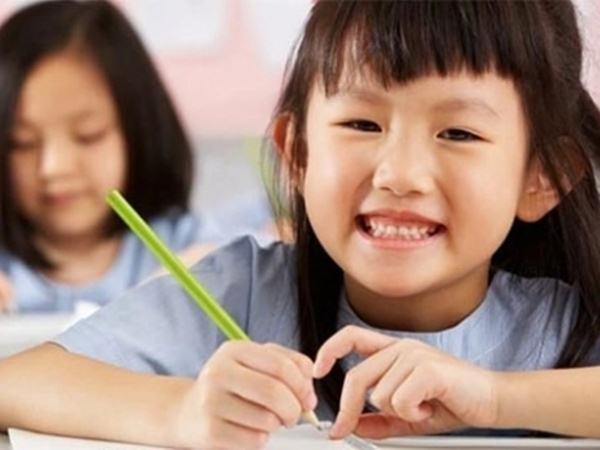 Vì sao lớp 1, lớp 2 bé học giỏi xuất sắc, nhưng lên lớp 3 lại 'tuột dốc không phanh'?