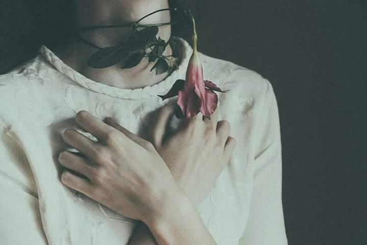 Viết cho những người phụ nữ mạnh mẽ nhưng lòng lại đầy sóng gió - Ảnh 1