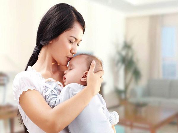 Vỗ ợ hơi cho bé sơ sinh: Mẹ làm đúng cách sẽ giảm thiểu tình trạng bé quấy khóc và nôn trớ