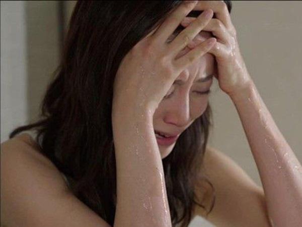 Vừa ngồi vào bàn ăn, tôi đã choáng ngợp khi thấy toàn món ngon, thắc mắc thì vợ bật khóc rồi cho biết một tin chấn động khiến tôi thảng thốt hất đổ cả mâm cơm