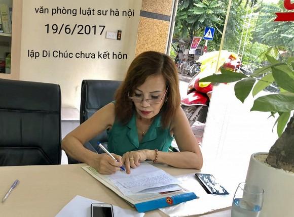 Xôn xao thông tin cô dâu 63 tuổi ở Cao Bằng đích thân sửa lại bản di chúc đã lập sau khi lấy chồng trẻ Hoa Cương, nhiều người tò mò về điều khoản bên trong - Ảnh 2
