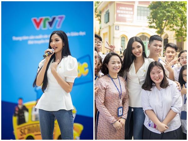 Hoàng Thùy lắng nghe tâm sự của học sinh tại Hà Nội