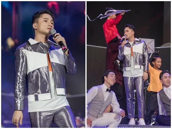 Phan Mạnh Quỳnh lần đầu hát live 'Đi để trở về 4' trước hàng chục ngàn khán giả tại New Year Countdown 2020