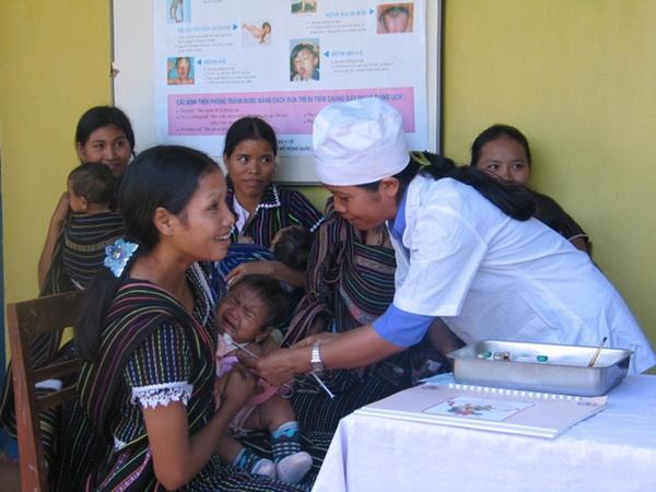 Tiêm vắc xin bạch hầu miễn phí cho trẻ 7 tuổi tại 35 tỉnh/thành phố có nguy cơ