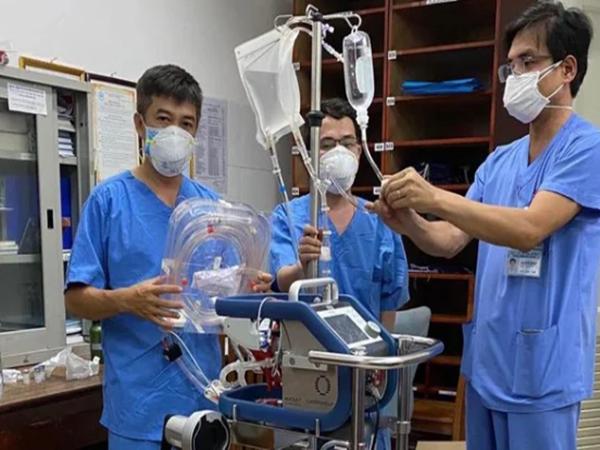 Tình hình bệnh nhân 416 mắc COVID-19: Hiện phải thở ECMO, triệu chứng nặng