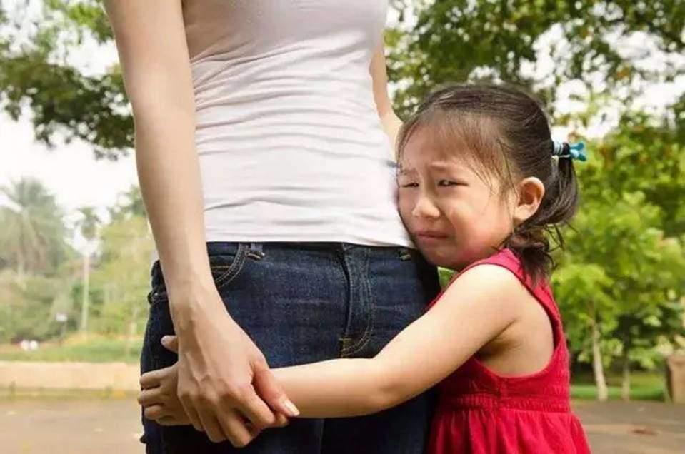 Khắc phục tính nhút nhát ở trẻ dưới 5 tuổi, cha mẹ nên làm gì để giúp con tự tin hơn?