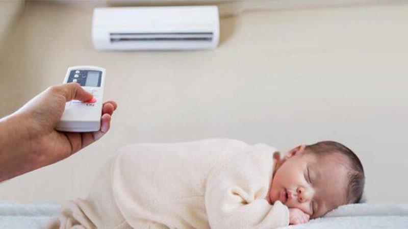 Tin vào lời đồn đặt chậu nước trong phòng điều hòa sẽ tốt cho con, nào ngờ hại con viêm phổi lúc nào không hay - Ảnh 1