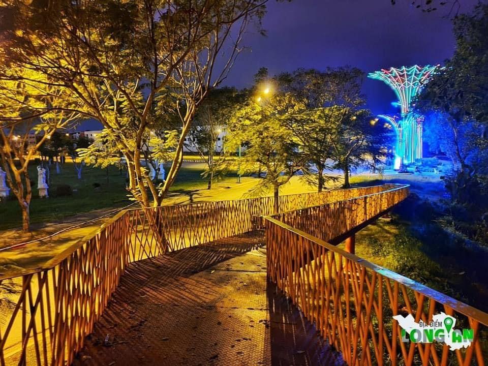 TP.Tân An xuất hiện Cầu Vàng cảnh quan - Điểm check in ấn tượng