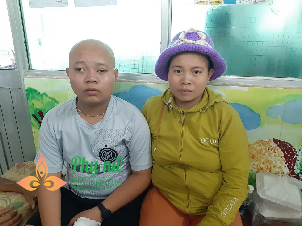 Thương tâm cảnh cậu học trò nghèo bị bệnh u não ác tính, bà nội bị ung thư cổ tử cung, gia cảnh cùng cực, không tiền cứu chữa