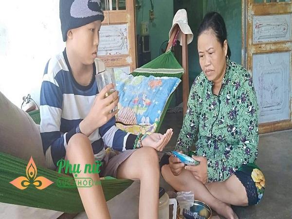 Tình cảnh nghiệt ngã của gia đình nghèo: Cha mất, mẹ bị u phổi, con mắc u não não ác tính đau đớn tột cùng