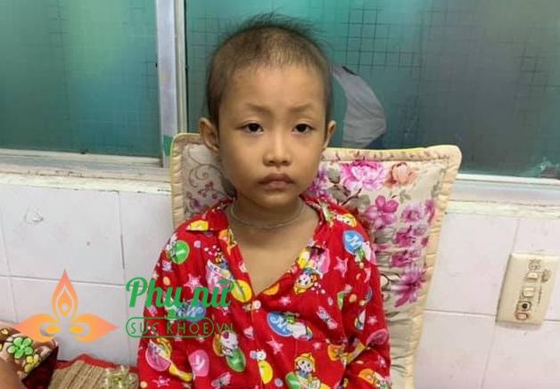 Xót lòng bé gái 7 tuổi bị ung thư máu, ước mơ được trở về nhà đi học như bạn bè