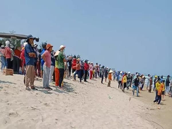4 học sinh ở Quảng Nam tắm biển đuối nước, 1 em bị sóng cuốn tử vong
