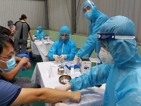 4000 người thuộc nhóm nguy cơ lây nhiễm cộng đồng tại Hà Nội được xét nghiệm COVID-19