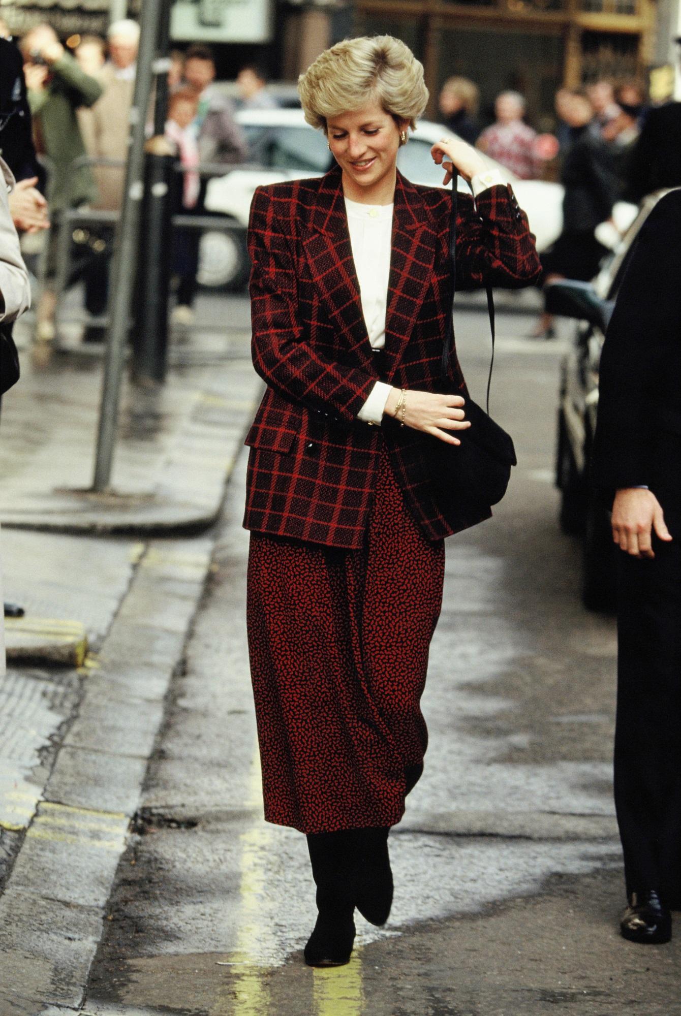 Học Công nương Diana 4 cách diện blazer vừa đơn giản lại chuẩn xịn y chang phong cách Hoàng gia - Ảnh 10