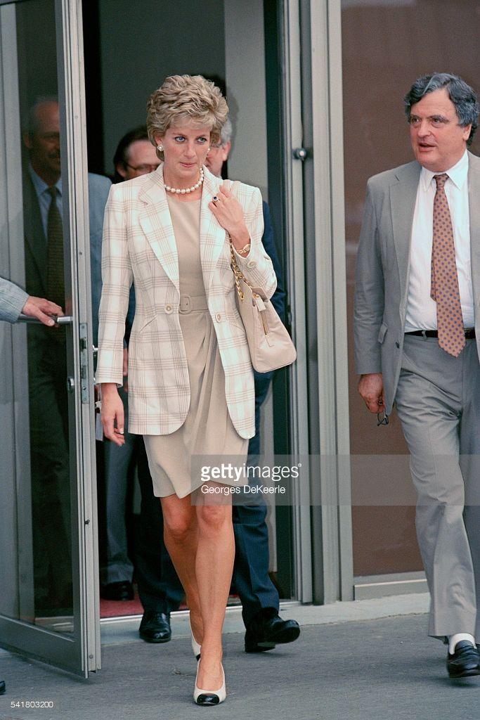Học Công nương Diana 4 cách diện blazer vừa đơn giản lại chuẩn xịn y chang phong cách Hoàng gia - Ảnh 9