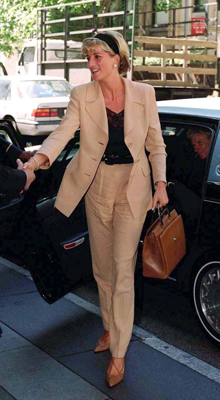 Học Công nương Diana 4 cách diện blazer vừa đơn giản lại chuẩn xịn y chang phong cách Hoàng gia - Ảnh 12