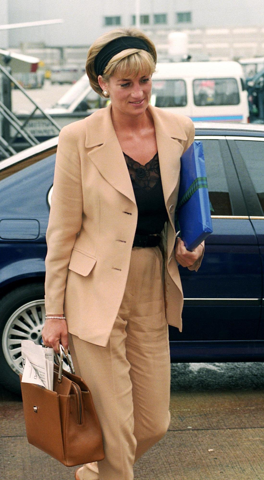 Học Công nương Diana 4 cách diện blazer vừa đơn giản lại chuẩn xịn y chang phong cách Hoàng gia - Ảnh 14