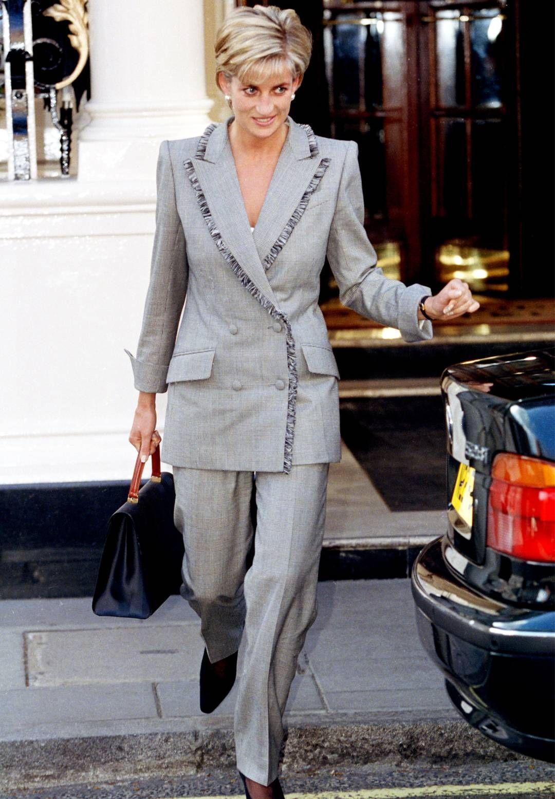Học Công nương Diana 4 cách diện blazer vừa đơn giản lại chuẩn xịn y chang phong cách Hoàng gia - Ảnh 15