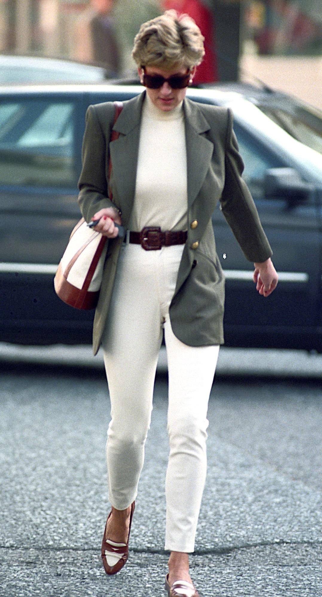 Học Công nương Diana 4 cách diện blazer vừa đơn giản lại chuẩn xịn y chang phong cách Hoàng gia - Ảnh 6