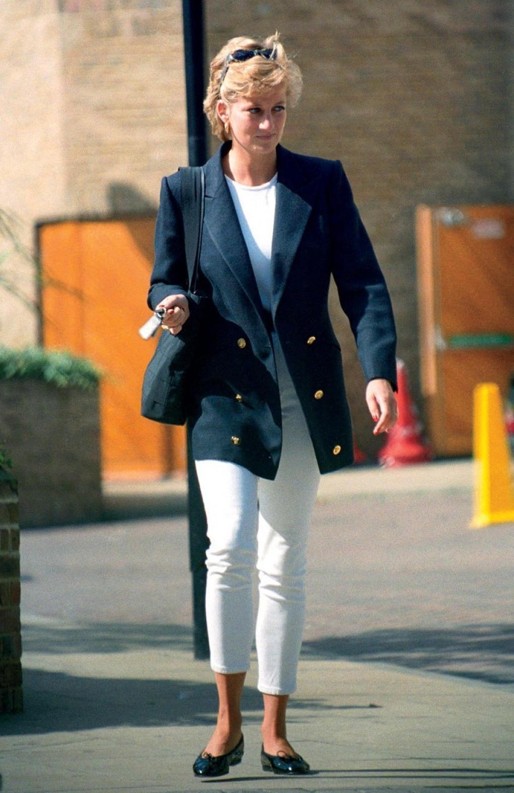 Học Công nương Diana 4 cách diện blazer vừa đơn giản lại chuẩn xịn y chang phong cách Hoàng gia - Ảnh 8