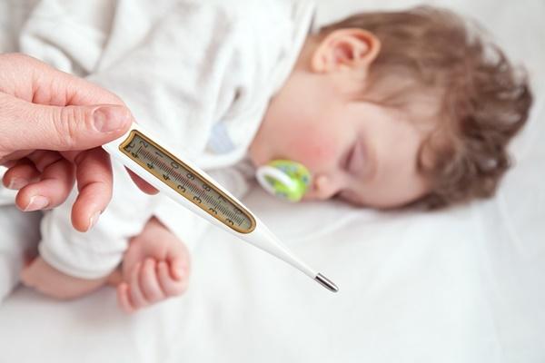 7 triệu chứng báo hiệu trẻ bị viêm màng não, cần biết ngay để cứu con kịp thời - Ảnh 1