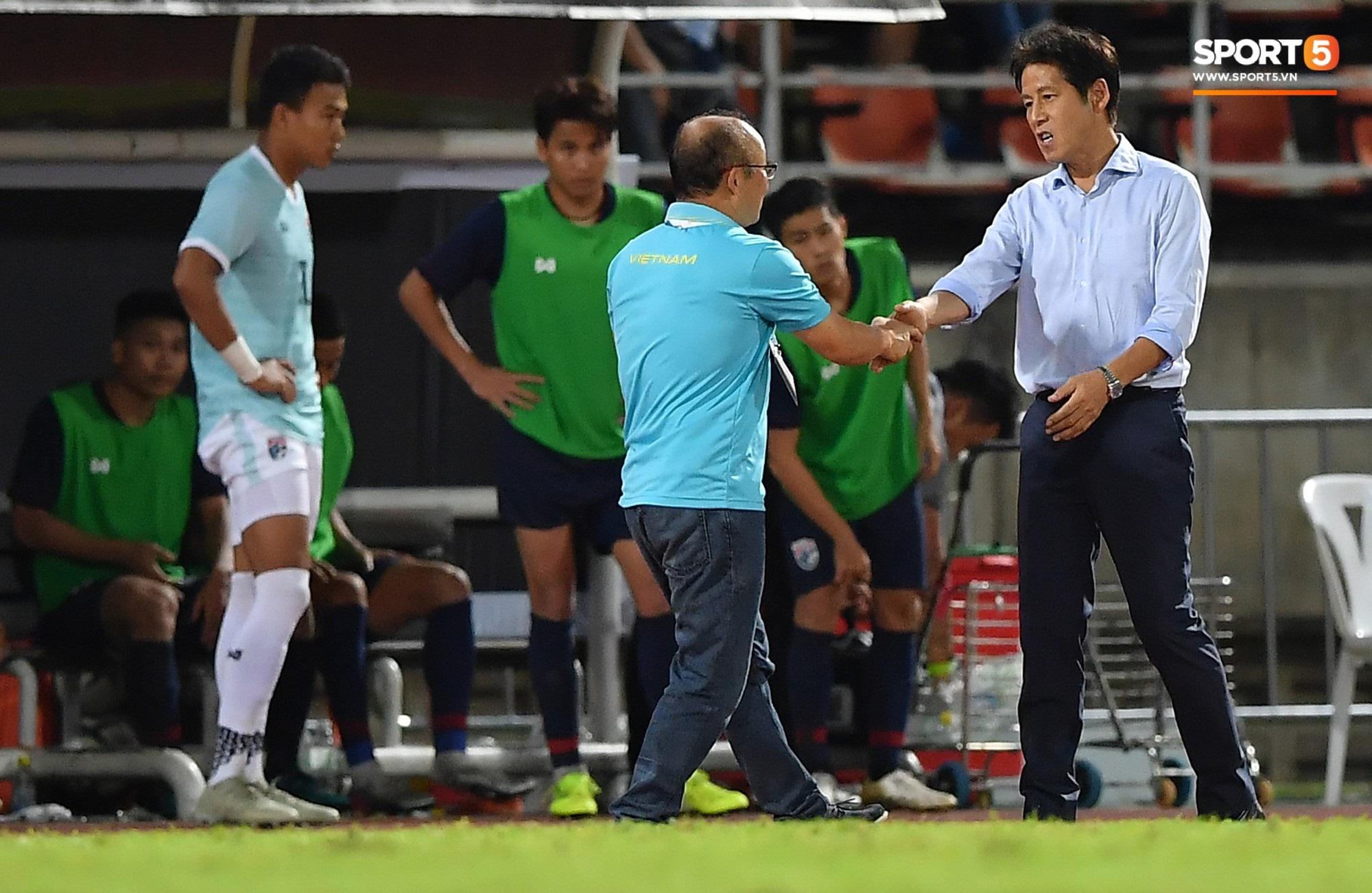 Căng: Bị 'treo giò' trận gặp UAE nhưng điều gì khiến HLV Park Hang-seo vẫn 'tự tin, bình thản' như thường? - Ảnh 2