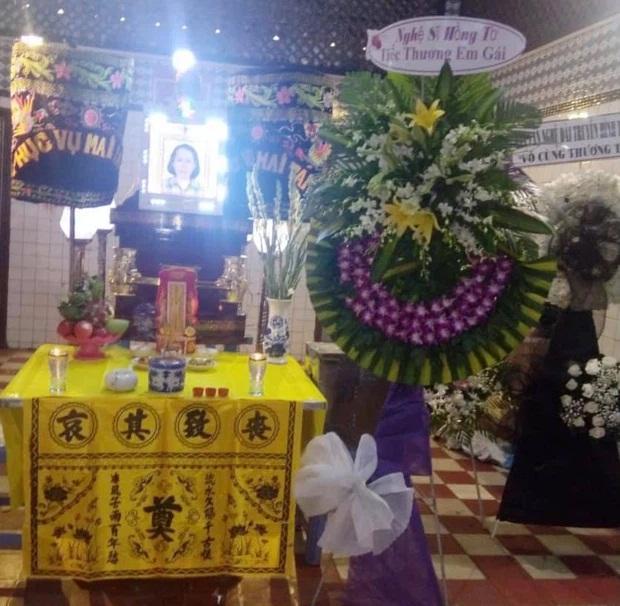 BTV Cẩm Liên qua đời vì ung thư thận, NS Hồng Vân và Lê Giang đau lòng, nghệ sĩ xót xa vì cảnh vắng lặng tại tang lễ - Ảnh 7