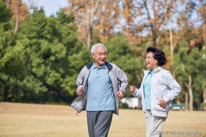 Những người có tuổi thọ ngắn thường có 3 đặc điểm này khi đi bộ, sau 45 tuổi hy vọng bạn không mắc phải bất kì điểm nào - Ảnh 1