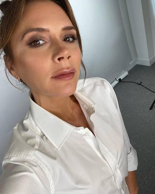 Victoria Beckham dưỡng da tuổi 47: 'Nhất kiến chung tình' với loại kem dưỡng bôi cả sáng lẫn tối - Ảnh 8