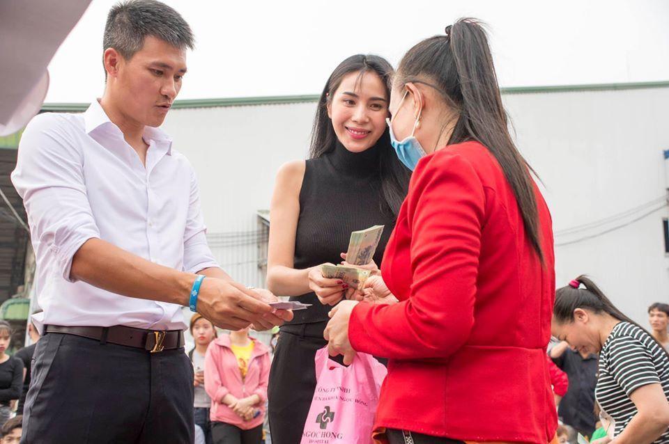 Công khai bằng chứng làm từ thiện, Công Vinh để lộ số tiền mà vợ đã âm thầm đóng góp để cứu trợ miền Trung - Ảnh 1