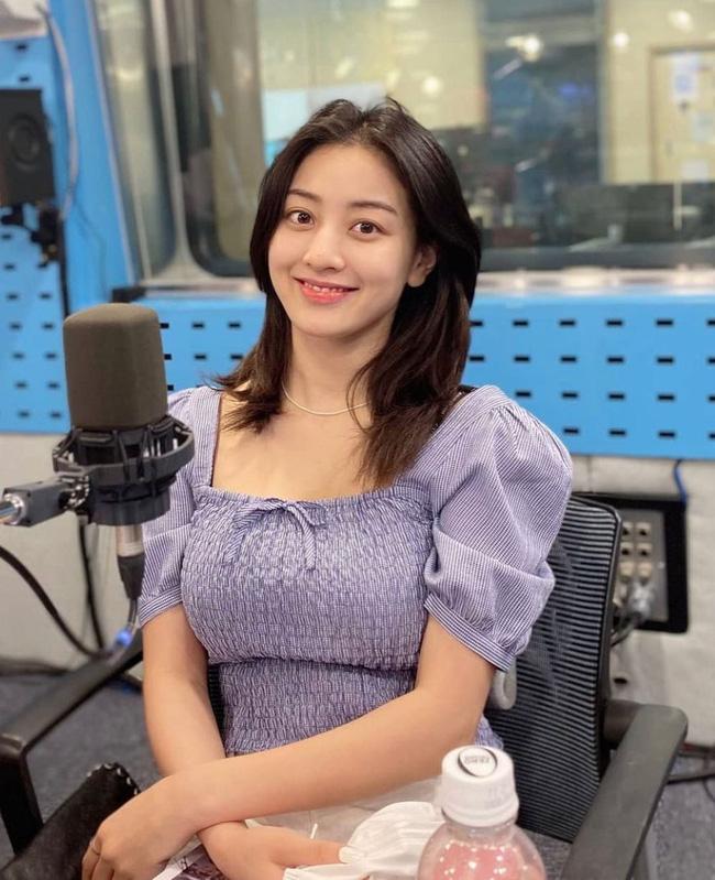 Rosé và Jihyo vừa diện áo blouse cổ vuông rất sang xịn mịn, gợi ý cho bạn vài thiết kế tương tự để sắm theo - Ảnh 3