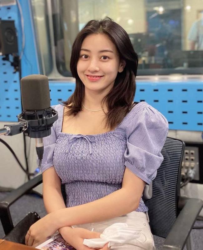 Rosé và Jihyo vừa diện áo blouse cổ vuông rất sang xịn mịn, gợi ý cho bạn vài thiết kế tương tự để sắm theo - Ảnh 4