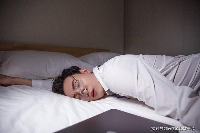 Những người có tuổi thọ ngắn sẽ có 6 đặc điểm chung trong giấc ngủ, sau 45 tuổi hãy cố gắng để không mắc phải điểm nào - Ảnh 3