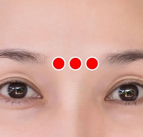 Bài tập 1 phút của người Nhật giúp xóa nếp nhăn quanh mắt - Ảnh 4